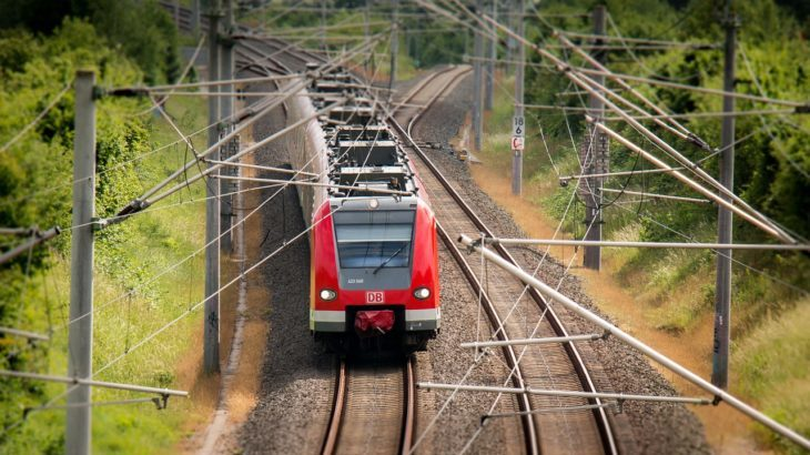電車で移動、交通費は?